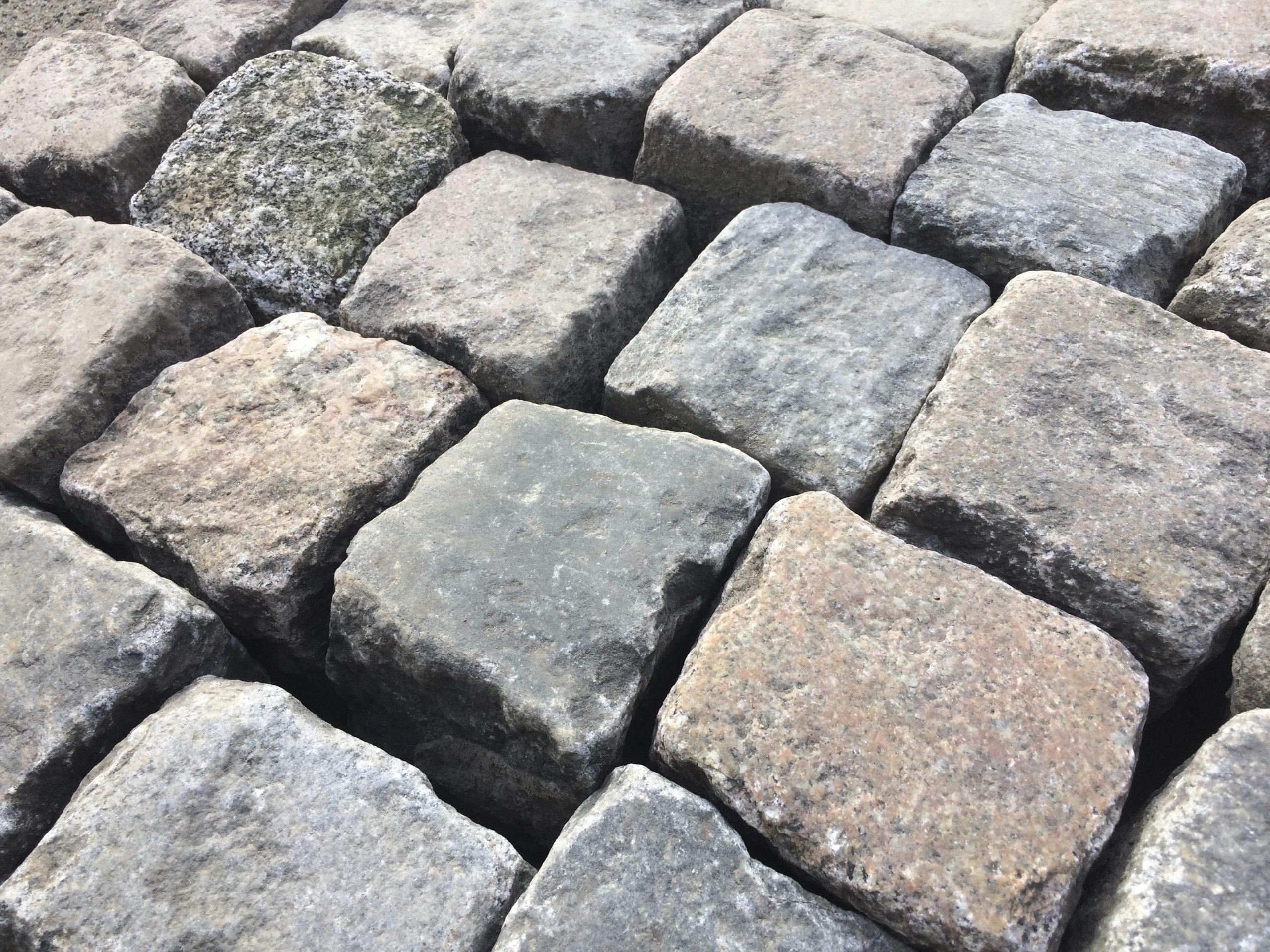 Box 24_Granit Kleinpflaster_rot-bunt (2)